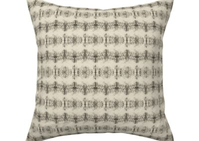 Throw pillow with grail like shapes catching and releasing in a dreamy univers. In pristine (off white) and black color play. One out of three print scales.