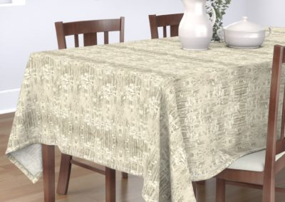 Tablecloth with romance daisies print design in pristine color play (off-white/creme)