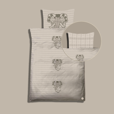 Elephant Orbit, cloud. Bedding kit for baby´s. Pillow and duvet cover for diy creatives to simply cut & sew. Zippers, labels and sewing instructions included.